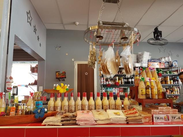 Dulces, bebidas, chocolates, salsa y mucho más en el Mercado de Atasta - Foto de Mariana de la Cruz