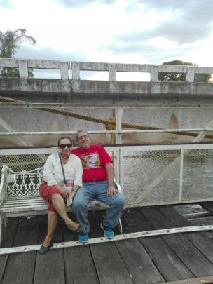 Foto de mis papás en el puente del amor.